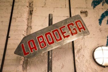 Cartel de la Bodega en Taco Alto